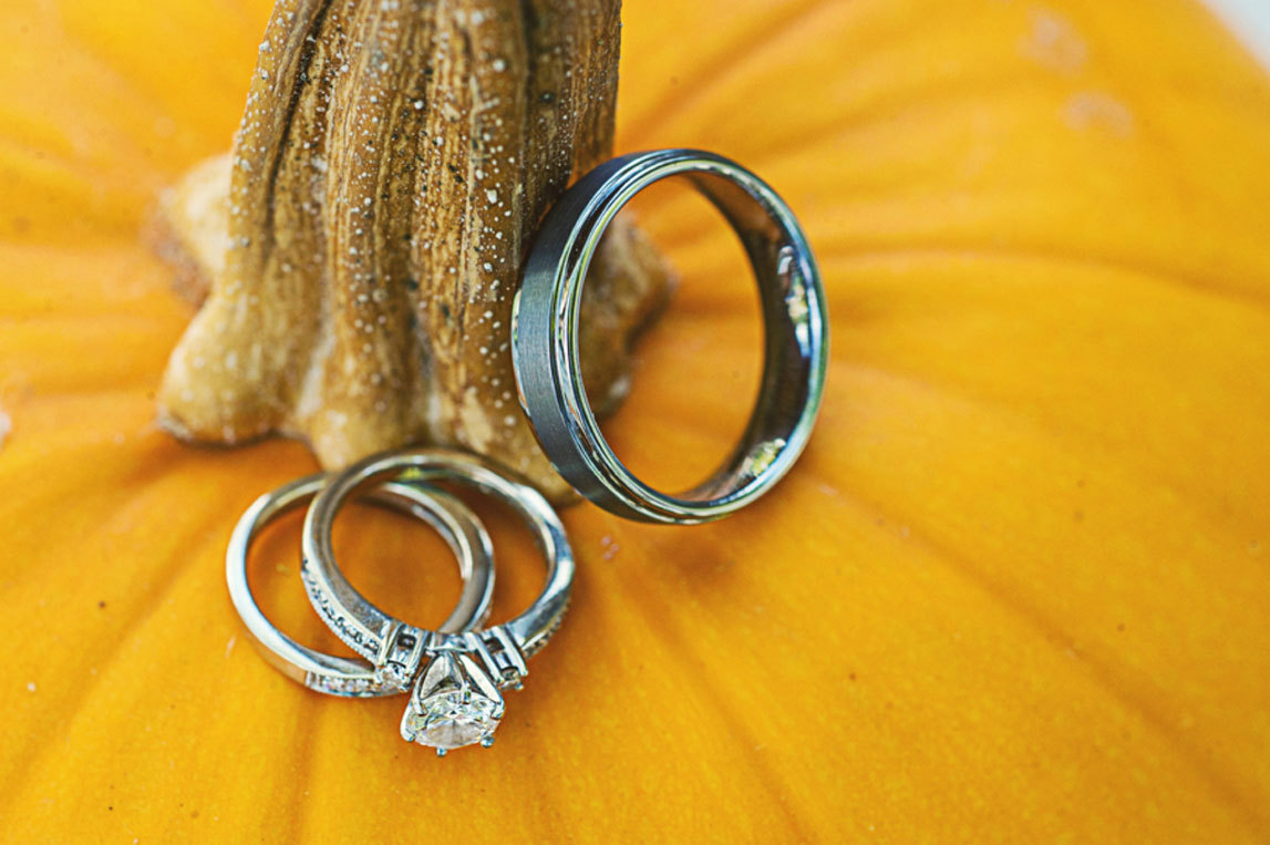 обручальные кольца на тыкве